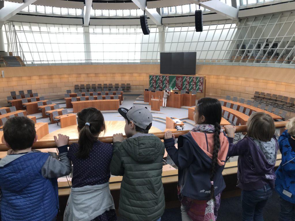 Kinderparlament besucht Landtagsabgeordnete