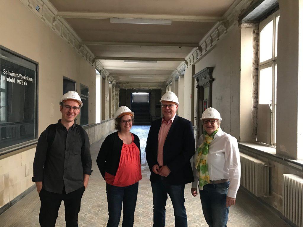 Britta Oellers und Marc Blondin besuchen Stadtbad